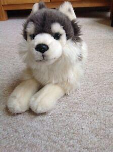 Plüschtier Wolf liegend von Uni-Toys