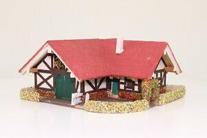 Spur N Fachwerkhaus Bauernhaus mit Scheune Laser Cut aus Holz fertig aufgebaut