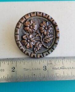 Vintage picture button large flowers. GREAT detail