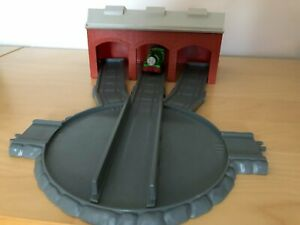 ERTL Thomas the Tank turntable and engine shed (includes train in picture)