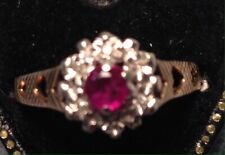 VINTAGE 9 CT GOLD RUBY & DIAMOND CLUSTER RING  SIZE O 1/2  7 1/4