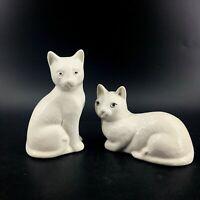 Vintage Pair of Farrah International White Cat Kitten Figurines Sitting Laying