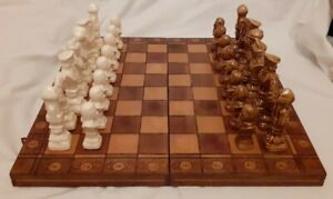 EXCELLENT WOODEN CARVED CHESSBOARD WITH PORCELAIN CHESS PIECES