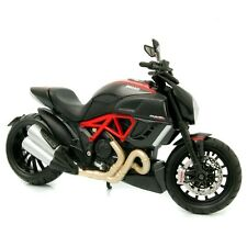 Ducati Diavel Carbon, 2011, black / red  - Maisto 1:12 scale motorcycle model