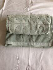 Bundle of Orla Kiely Sculpted Stem green - 2 x bath, 2 x hand and 2 x face cloth