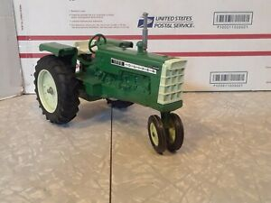 ERTL Oliver 1555 Diecast Tractor 1/16 White Toy Farm Vehicle Green Narrow Front