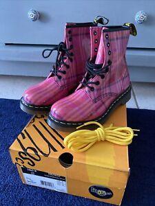 Dr Doc Martens Boots Air Wair Tartan  Women sz 8 NWB