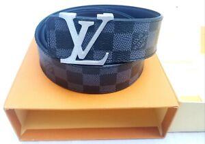 Louis Vuitton black LV INITIALES belt for Men / Size 110/44 / M9808