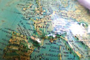 Ancien Globe Terrestre en Relief ..Lumineux  Editions RICO Italy...Fonctionne