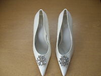 Ladies Court Shoes Cuba white size UK 6, EU 39, jewel broach detail 3170