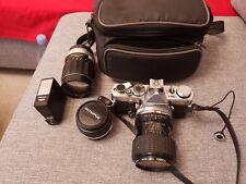 Olympus OM1 35 mm SLR Film Camera with 50 mm Zuiko Objectif Sigma Zoom et SOLIGOR