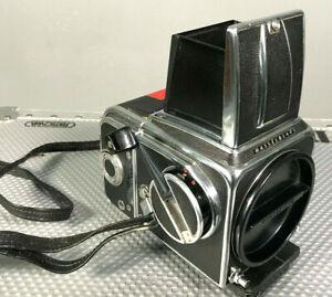 >Früher Hasselblad 500c Kamera Body 1967 m. Faltlichtschacht und Magazin A12 <