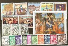 LOT NIGER TIMBRES NEUFS** THEMES SCOUTS RELIGION EGLISE CROIX ECT...