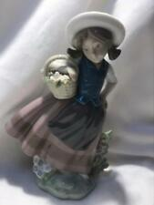 Lladro Sweet Scent 1984 Figurine #5221
