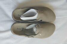 Duck Head Men's Size 8.5M Tan Suede Sandals