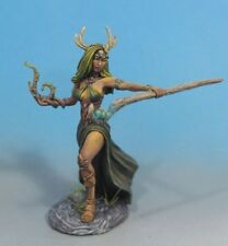 DARK SWORD MINIATURES - DSM7472 Female Druid w/Staff