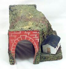 Hänisch, Tunnel mit Berg und Haus, Tunnelportal Holz, rot lackiert!