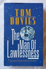 Tom Davies: THE MAN OF LAWLESSNESS [Paperback Book]