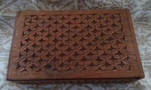 Cofanetto in legno intagliato vintage