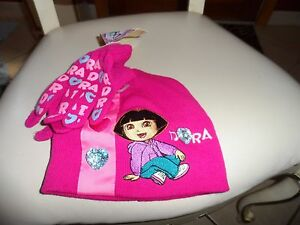 Girl's pink winter hat and gloves with Dora the Explorer from Nickelodeon