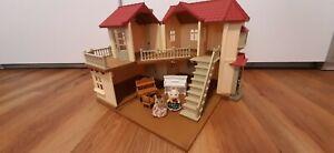 Puppenhaus Sylvanian Families Stadthaus mit Licht & Sissi Figuren !!!