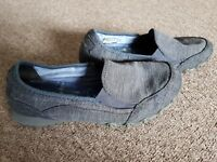 Ladies Sketchers Relaxed Fit Size 6/39