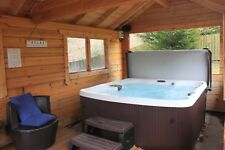 Loch Tay Log Cabin with private sauna and hot tub - One bedroom - Sleeps Two