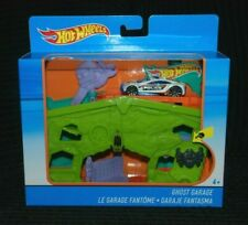 Hot Wheels Ghost Garage inc 1 Vehicle BNIB