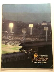 1969 PITTSBURGH PIRATES Yearbook WILLIE STARGELL Roberto CLEMENTE Bing CROSBY