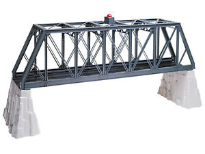 LIONEL #12772  Truss Bridge with Flasher and Piers