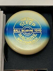 TOM KUHN SLEEP MACHINE YO YO NEW WHITE/BLUE STRIPE WITH BOOK & 5 STRINGS NOS