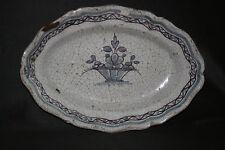 ancien plat cul noir faïence décors panier fleurs Rouen XVIII ème