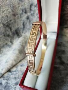 9CT ROLLED GOLD,  STUNNING GREEK DESIGN  BANGLE (FULLY HALLMARKED)