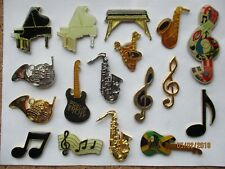 MUSICAL INSTRUMENTS PIANO SAX GUITAR ROCK JAZZ FUNK POP MUSIC PIN BADGE JOB LOT