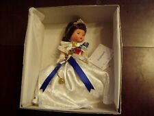 Vintage Doll Madame Alexander England Queen # 28560 BRAND NEW in Box