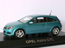 Opel Astra GTC au 1/43 de Minichamps