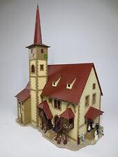 "Vollmer N 7736 Kirche ""Ditzingen"" mit Figuren CH8077"