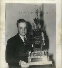 "1952 Press Photo Golfer Stewart ""Skip"" Alexander holds trophy - hps00735"