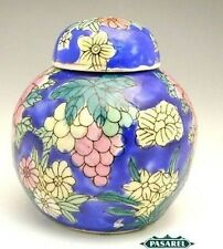 Fine Chinese Vintage Hand Painted Porcelain Lidded Bowl