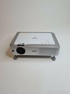 Sanyo PLC-XE30 Projector
