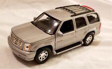 Welly - 1:34-1:39 Scale Model 2002 Cadillac Escalade Silver (BBWE42315DS)
