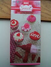 NEW Nordic Ware Seasonally Sweet Frosting Decorator Set Valentines day Cupcakes
