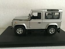 UNIVERSAL HOBBIES 3831 Land Rover Defender 90 Station Wagon Silver 1/18