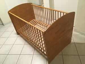 Babymöbel (Bett, Wickelkommode und Regal)