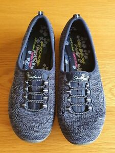 Skechers relaxed fit air cooled memory foam size 3.5 navy brand new never worn