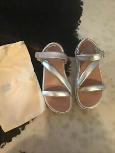 FITFLOP LOOSH LUXE 2-STRAP SILVER LEATHER SANDALS..SIZE 9...NEW