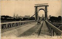 CPA   Avignon - Le Pont suspendu sur le Rhone et le Palais des Papes  (511642)