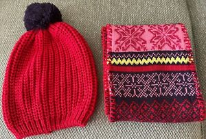Women's Knit Infinity Scarf and Pompom Hat, One Size - Pre-Owned!