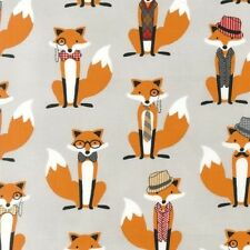 Robert Kaufman Fox and The Houndstooth cotton fabric in Grey.Foxes,dapper.PER FQ