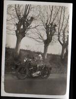 Photo amateur / FEMME & ENFANT pilote de MOTO SIDE-CAR en 1934